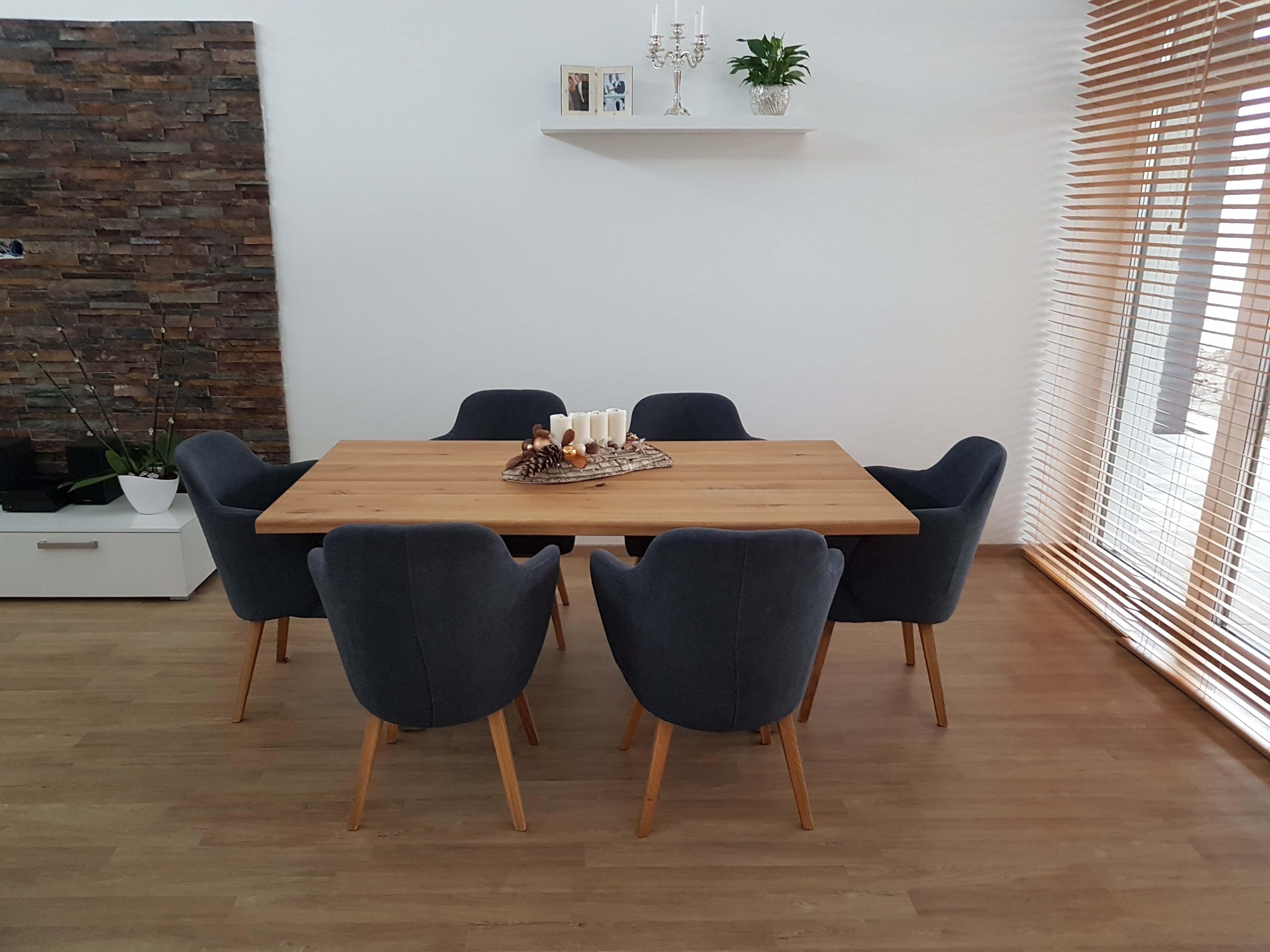 kuchynský jedálenský stôl