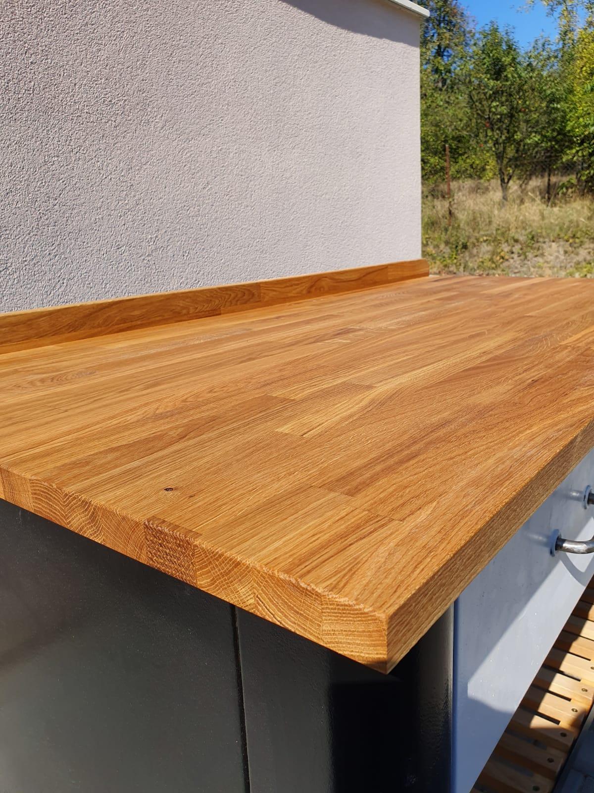 stôl z masívu s kovovou konštrukciou Trenčín