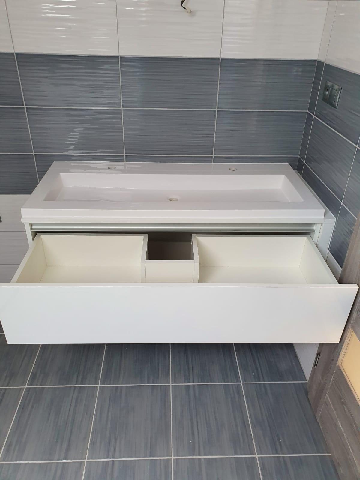 kúpeľnová skrinka na mieru