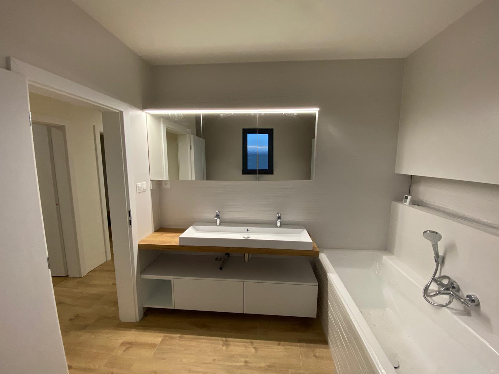 kúpelňová skrinka na mieru Trenčín