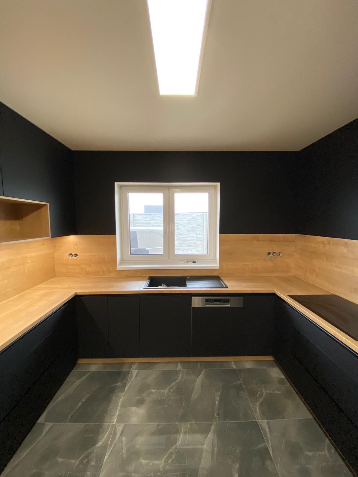 veľké čierna kuchyňa